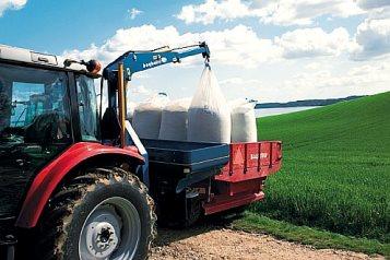 Tractor unloading big bags